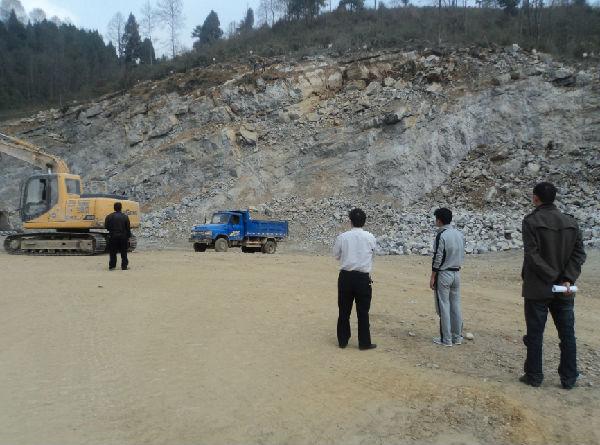 凤冈县石径乡安监站联合国土所开展非煤矿山企业安全生产大检查