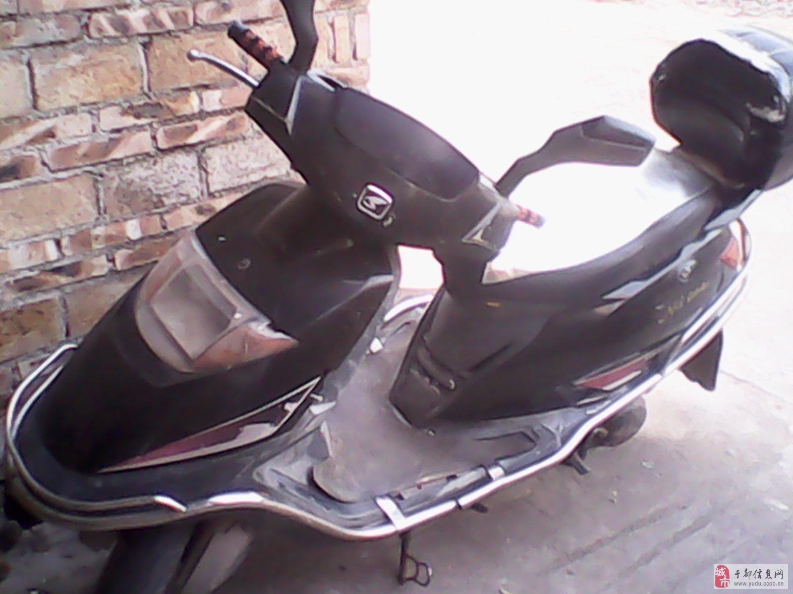 便宜卖新大洲本田125踏板摩托车