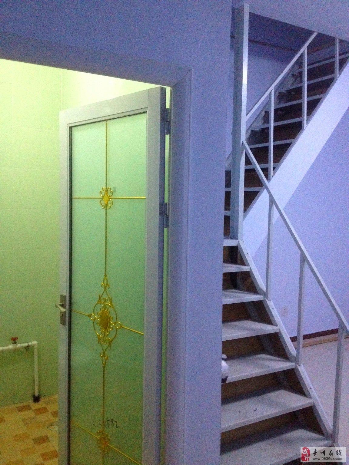 乐活街区三楼单身公寓小复式一室一厅出租图片