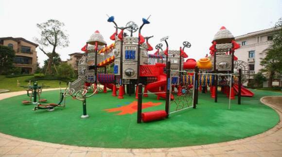 大型儿童游乐场