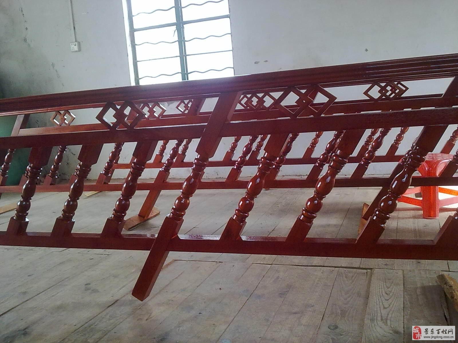 木楼梯扶手加工厂的木工