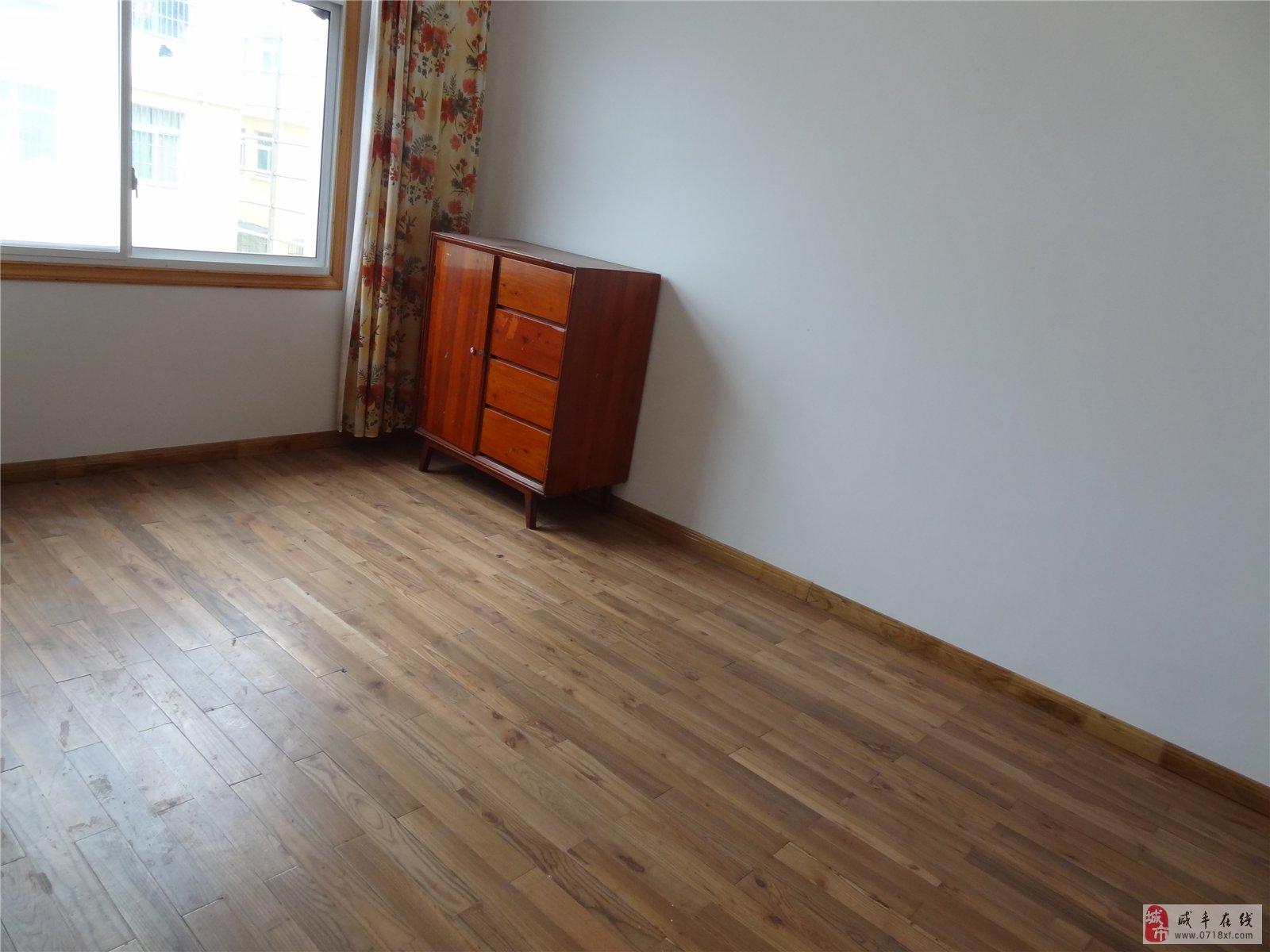 新房精装修三室一厅出租
