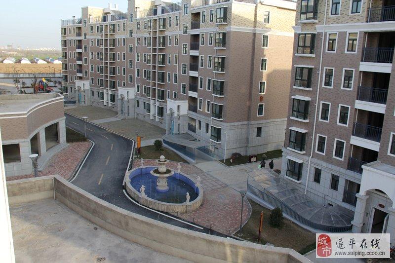该小区其中有9万平方米的欧式住宅,2万平方米的园林;该小区采用中央
