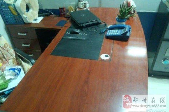 郑州九五新办公桌-1000元