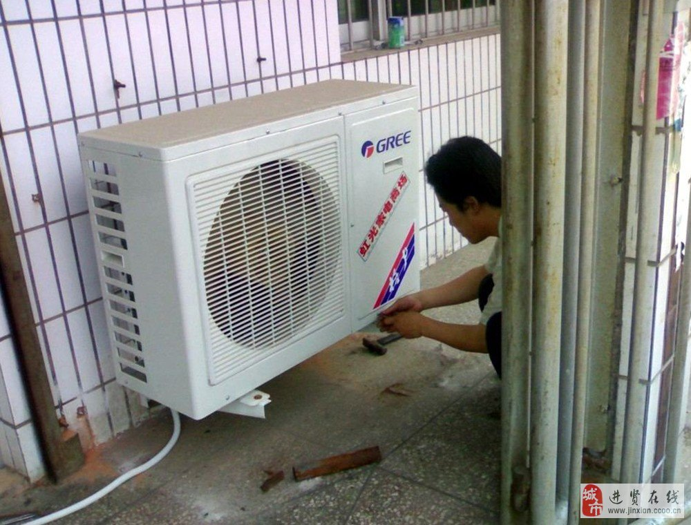 本中心是一家专业的空调维修服务平台, 技术力量雄厚,拥有一支有丰富实际经验的设计、安装和维修保养的服务队伍,所有工作人员至少有从事本行业5年以上的工作经营。 技术力量雄厚,人员素质高、服务质量好。空调安装与空调维修业务是本中心多年实践经验最专业的空调服务项目。先进的检测设备,良好的至诚信誉,真诚的微笑和优质的服务温暖着进贤的千家万户! 本中心专业经营各种空调的维修服务,进贤格力空调、进贤美的空调、进贤海尔空调、松下空调、海信空调、长虹空调、三菱空调、TCL空调、格兰仕空调、志高空调、澳柯玛空调、科龙空调等