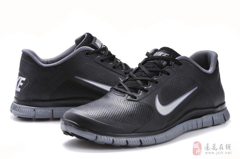 运动鞋设计图铅笔手稿展示