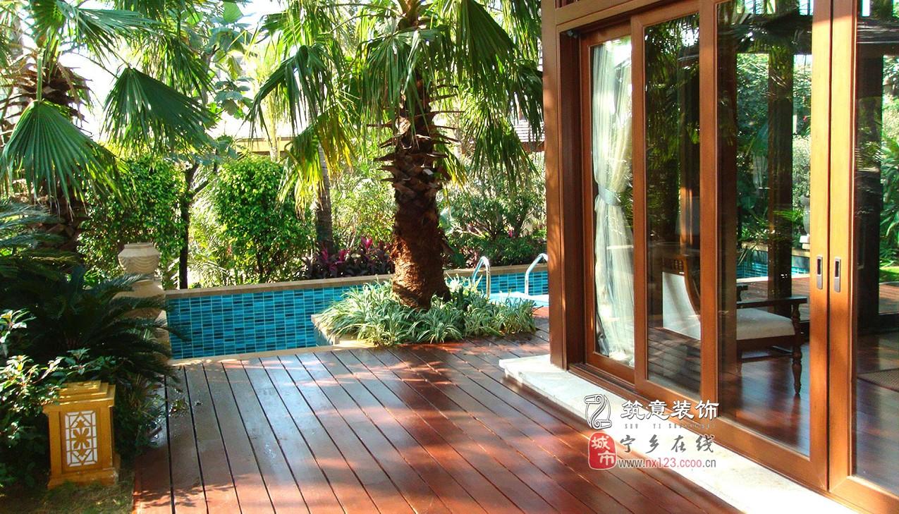 东南亚风格园林中,绿色植物是突显热带风情关键的一笔,,纯粹而