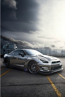 黑色电镀版日产GT-R亮相 车身亮如镜面