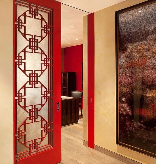 融入到卧室里的这款老式家具整体造形充满了对中国传统民族文化的现代