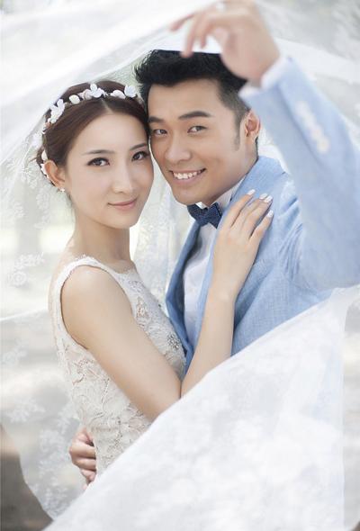 浪漫结婚照曝光 洋溢幸福情愫