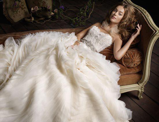 不以裸露取胜 细数全球14大顶级婚纱品牌
