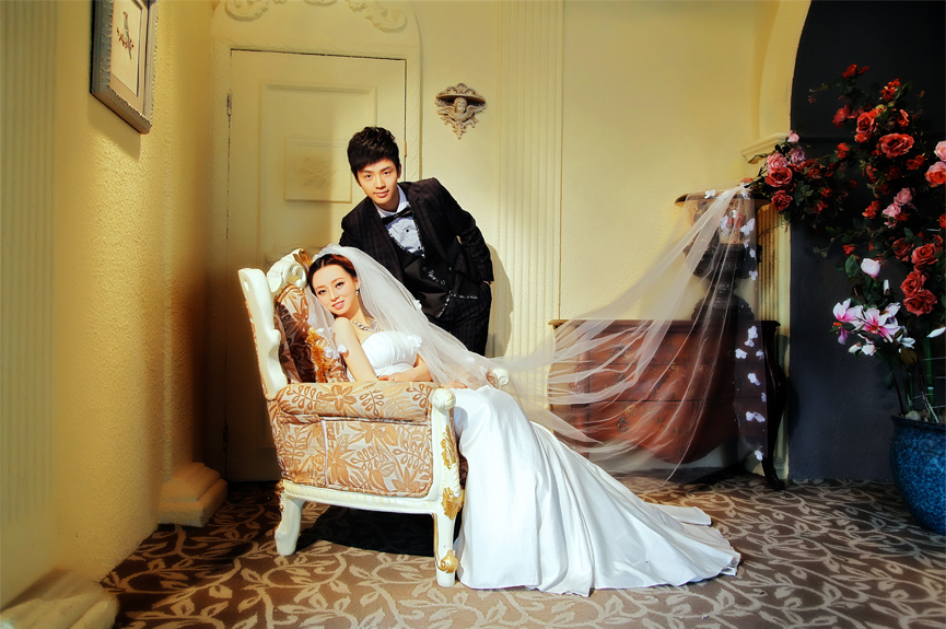 教你拍婚�照的姿�荩�定格最美婚�照