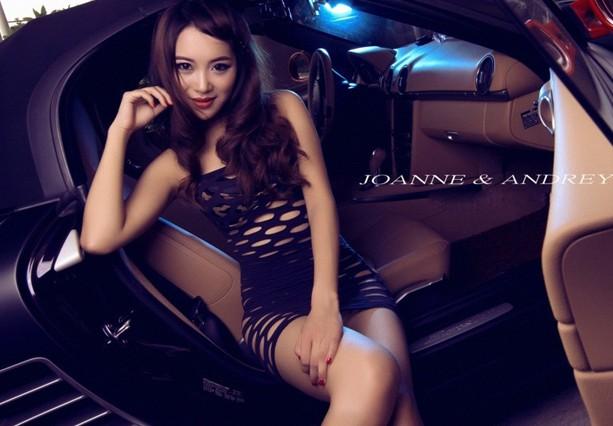 车模大胆衣着 网纹短裙惊现金色比基尼