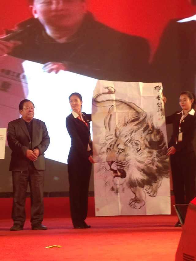 中国诗书画协会 狮虎画家穆振庚参加慈善拍卖会