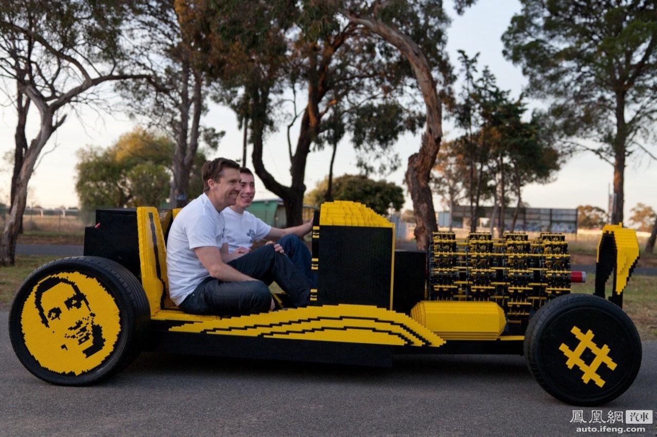 牛人用积木造出全尺寸改装车