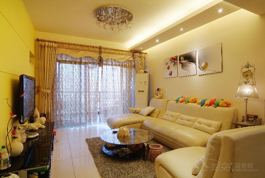 90平米简约风格客厅电视背景墙装修图片