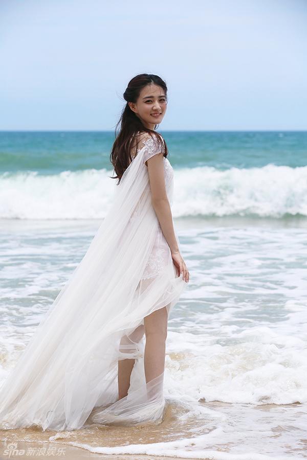 徐璐身着唯美婚纱拍写真大片