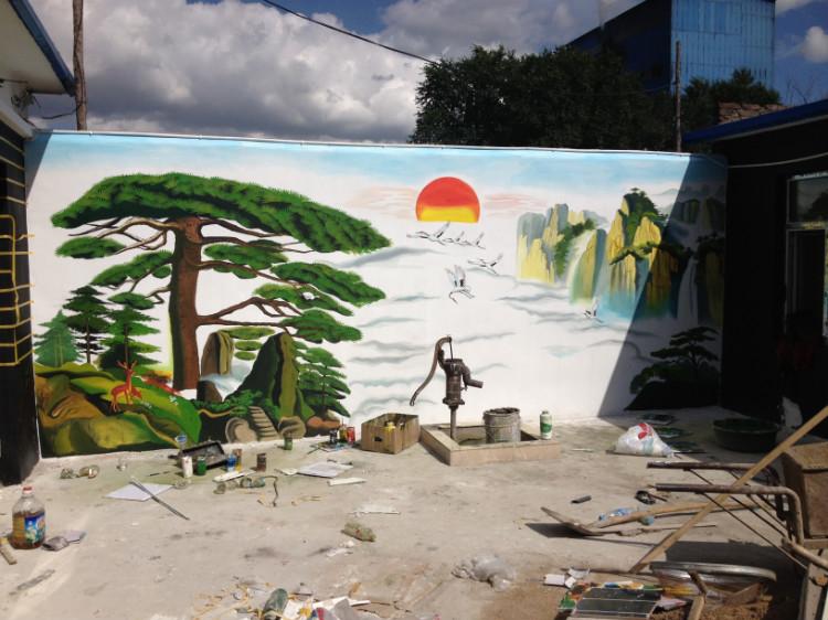 我手画的个人家平房院里外墙山水画迎客松图片